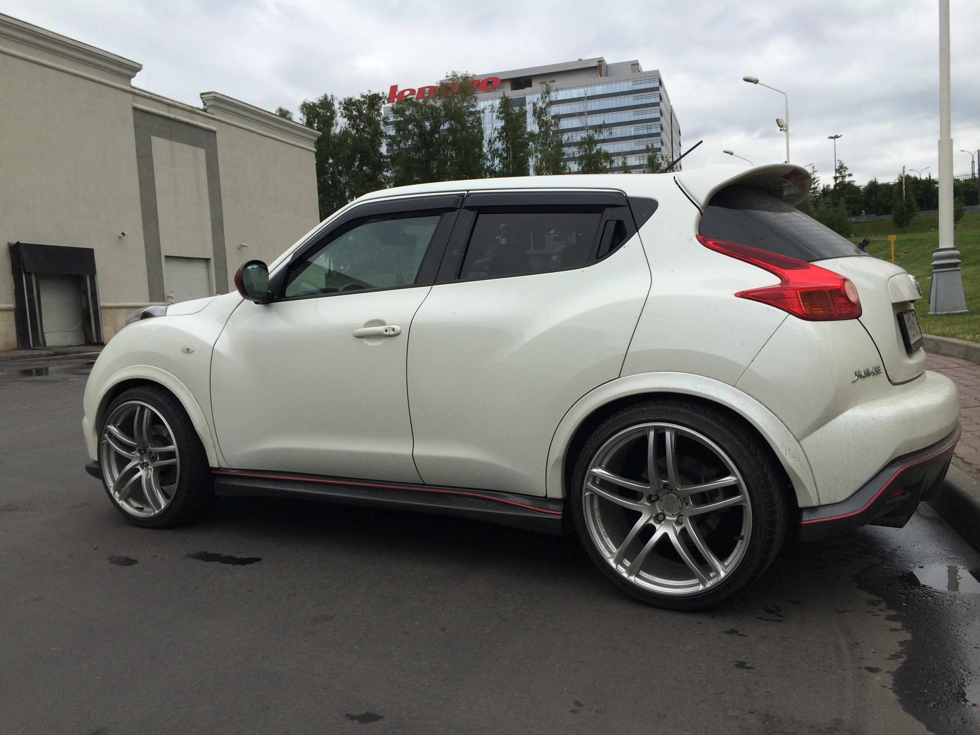 Nissan Juke custom wheels 20x9 0 ET 28 tire size 245 35 R20
