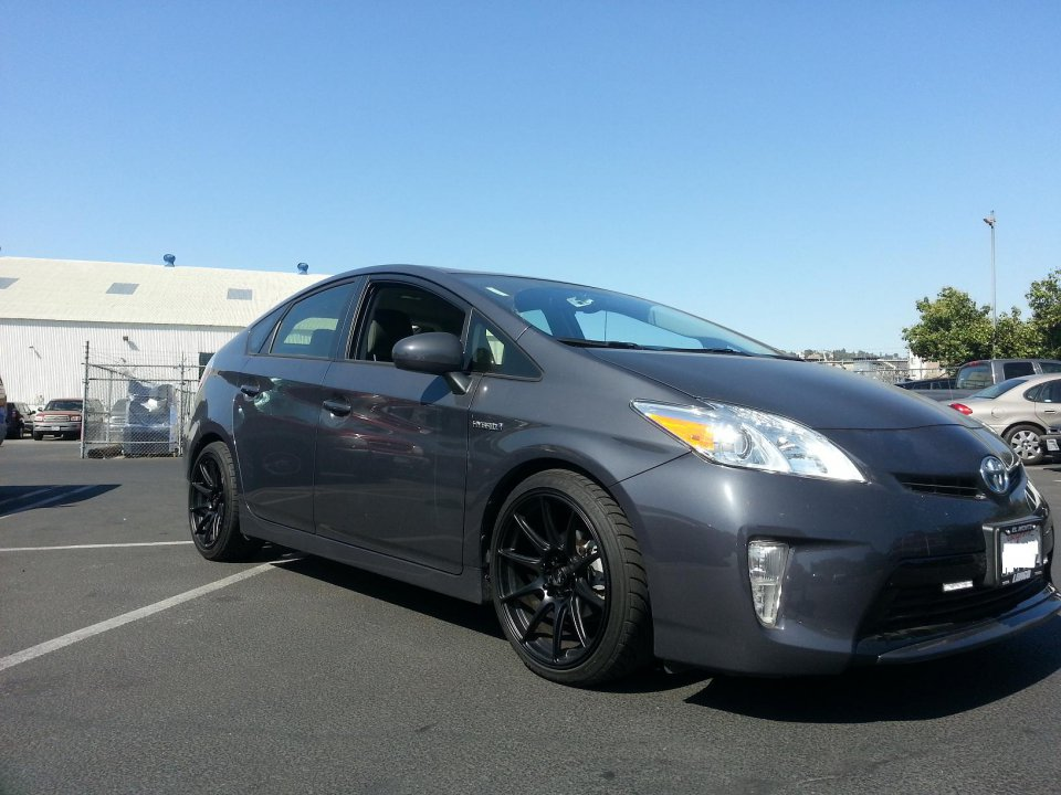 Photo 1 Toyota Prius Custom Wheels R 527 18x8 75 Et 35