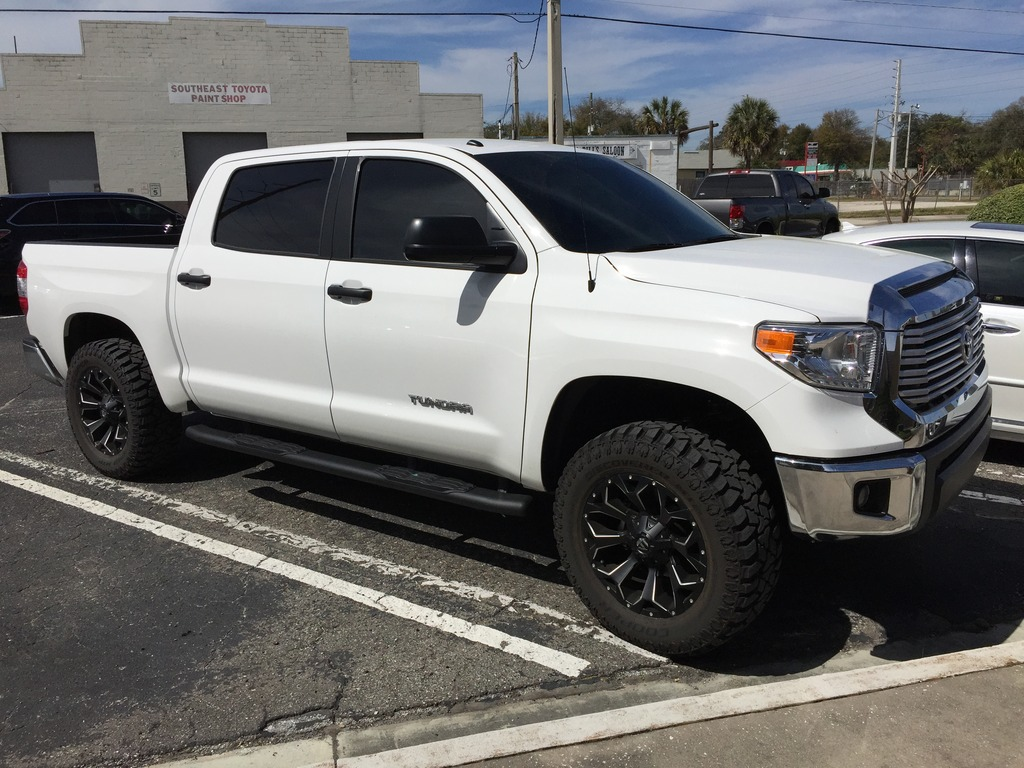 Toyota Tundra Custom Wheels Fuel Assault 20x9 0 Et 20