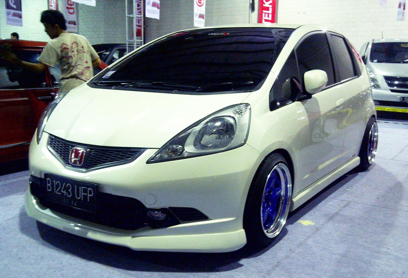 2009 Honda Fit Aftermarket Wheels