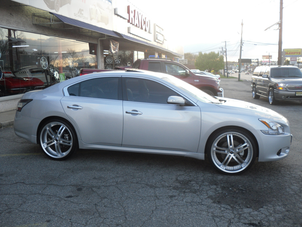 photo 2 Nissan Maxima custom wheels Status Knighr 5 22x8.5, ET , tire size / R22. x ET