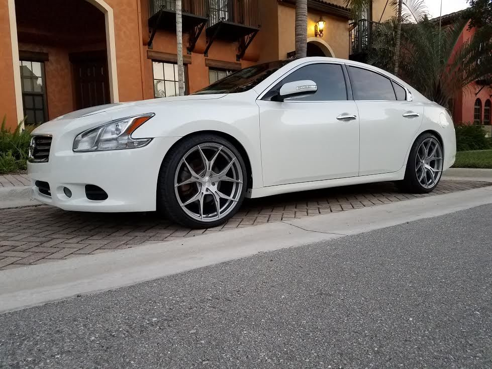 photo 1 Nissan Maxima Rohana RFX5 20x10.0