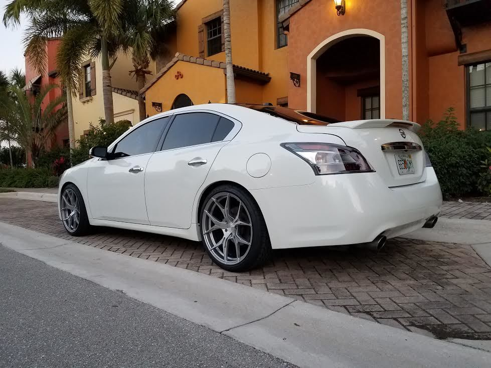 photo 4 Nissan Maxima Rohana RFX5 20x10.0
