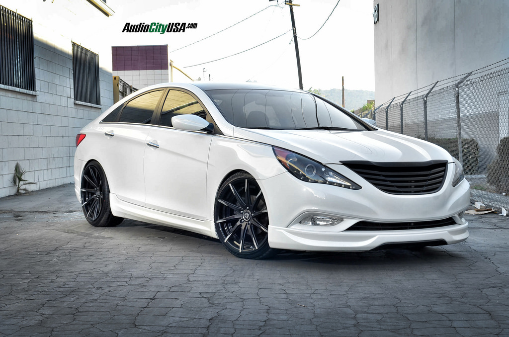 photo 2 Hyundai Sonata custom wheels Lexani CSS-15 20x8.5, ET , tire size 235/35 R20. 20x10.0 ET 275/30 R20