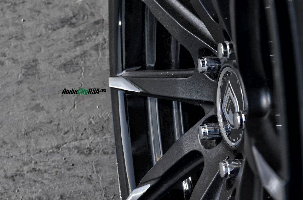 photo 3 Hyundai Sonata custom wheels Lexani CSS-15 20x8.5, ET , tire size 235/35 R20. 20x10.0 ET 275/30 R20