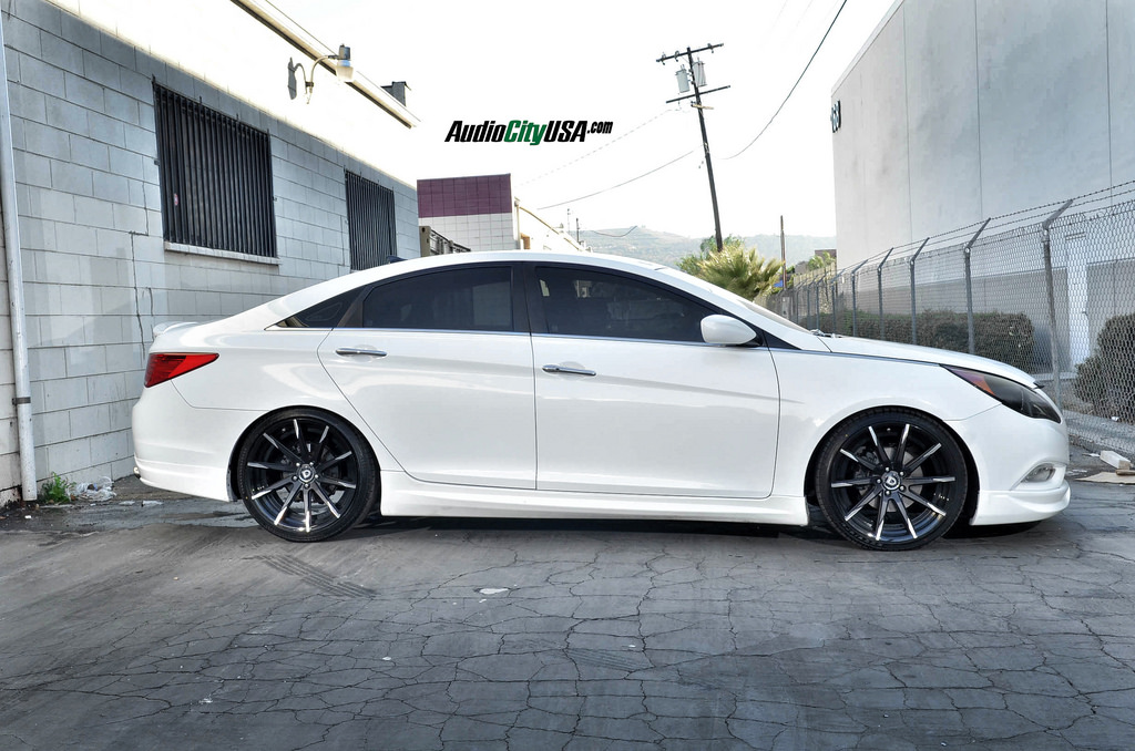 photo 4 Hyundai Sonata custom wheels Lexani CSS-15 20x8.5, ET , tire size 235/35 R20. 20x10.0 ET 275/30 R20