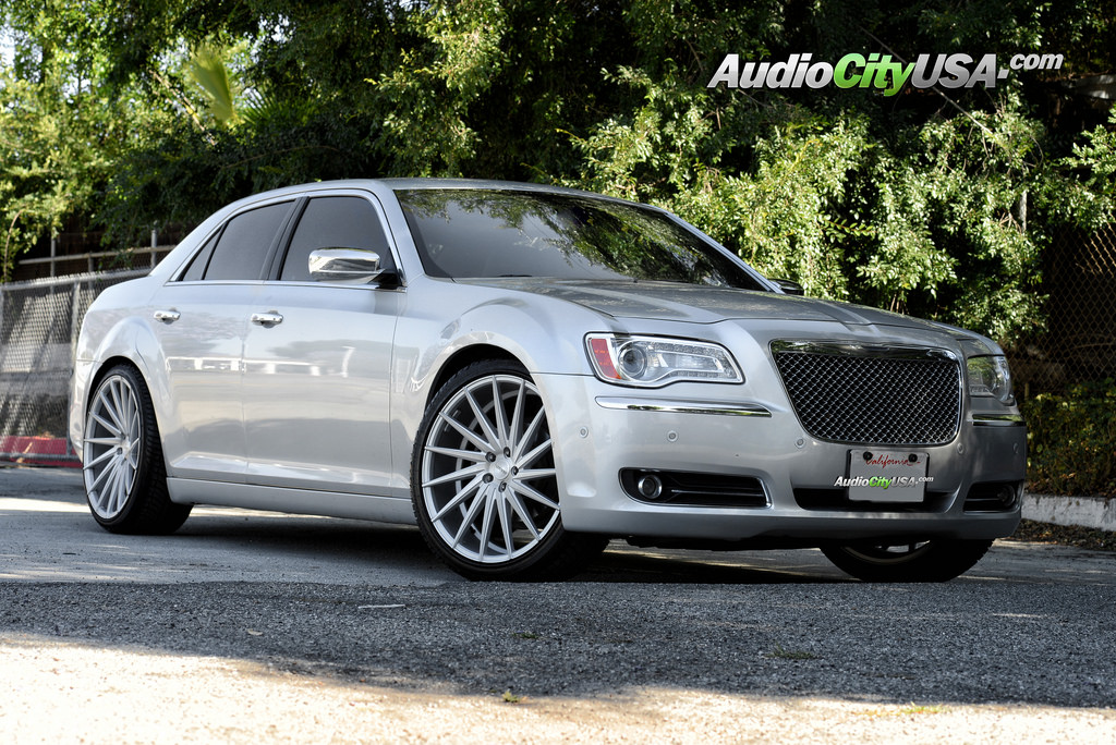 chrysler 300 custom wheels varro vd 15 22x9 0 et tire. Black Bedroom Furniture Sets. Home Design Ideas