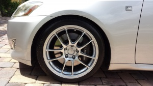 Lexus IS 350 tire size