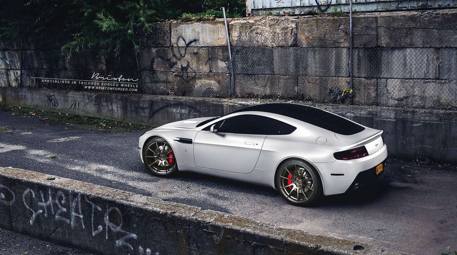 Et Photo 4 Aston Martin V8 Vantage Custom Wheels Brixton Forged R