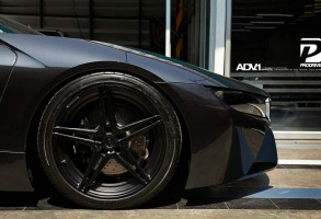 BMW i8 tire size