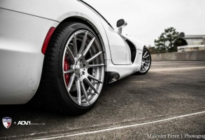 Dodge SRT Viper tire size