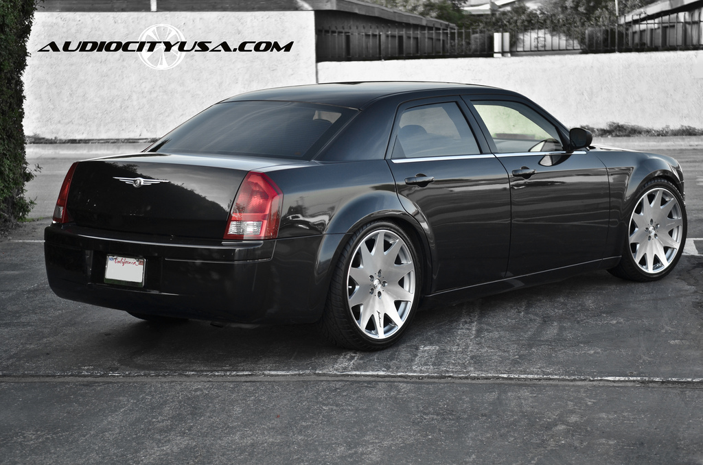 chrysler 300 custom wheels mrr hr3 22x9 0 et tire size. Black Bedroom Furniture Sets. Home Design Ideas