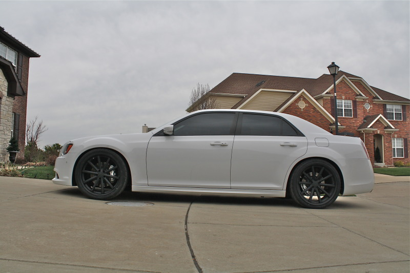 Chrysler 300 custom wheels Vossen CV1 22x9.0, ET , tire ...
